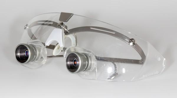 Lupen- und Schutzbrille von SwissLoupes